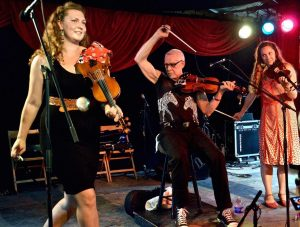 The Speckers: American folk with the VT fiddle family trio @ WCCMA at Union Church | Claremont | NH | US