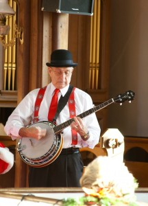 Our holiday concert with the Firehouse Six Dixieland Band included some festive banjo